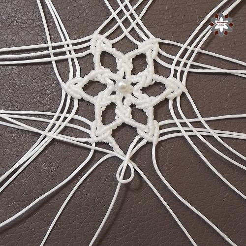 Macramotiv micro-macrame knotted snowflake macramotiv.com how to knotting snowflake ornament migramah DIY star iceflower makramé csomózás macramee christmas ornament instructions step-by-step steps handcraft
