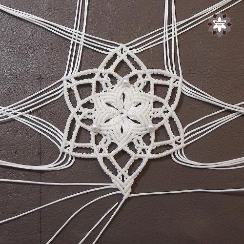 Macramotiv.com micro-macrame knotted jewellery making DIY tutorials knotted snowflake how to instructions makramé útmutató leírás macramé step-by-step steps migramah tutorial christmas ornament