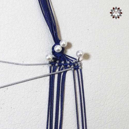 Macramotiv micro-macrame knotted bracelet grid pattern tutorial DIY howto steps step-by-step photo instructions migramah knotting makramé macramé csomózás friendship bracelet textile