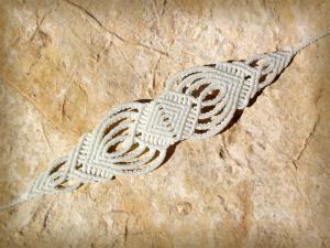 Macrame, knotted bracelet, micro-macrame made by Macramotiv
