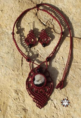 Macrame, knotted necklace, micro-macrame made by Macramotivmacramotiv.com